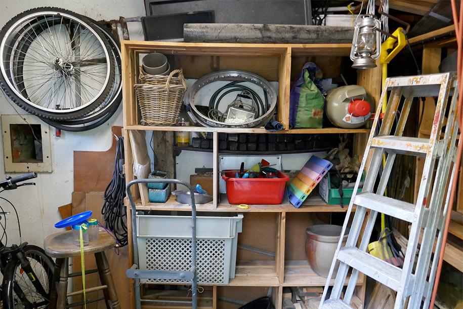 Ein mit unbrauchbaren Objekten gefüllter Raum – Talent Entrümpelung