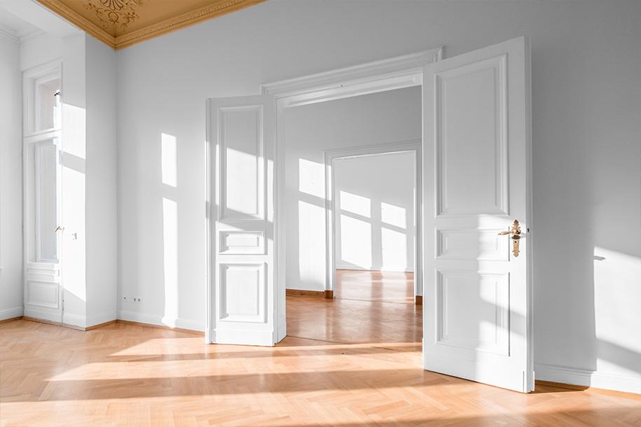 Wohnungsauflösung – Mit weißer Farbe bestrichene Wohnung ohne Möbel – Talent Entrümpelung