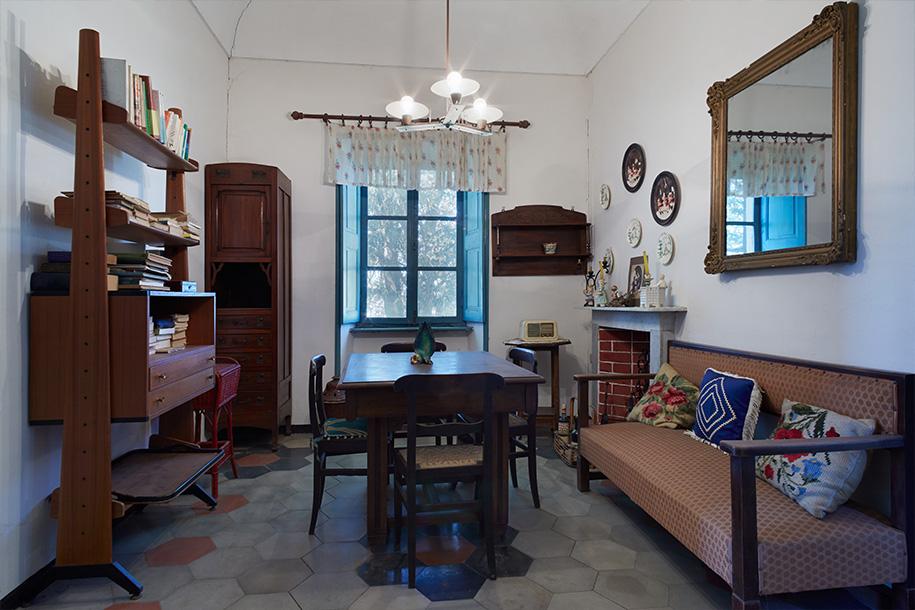Haushaltsauflösung – Ein altmodisches Zimmer mit Vintage-Möbeln – Talent Entrümpelung