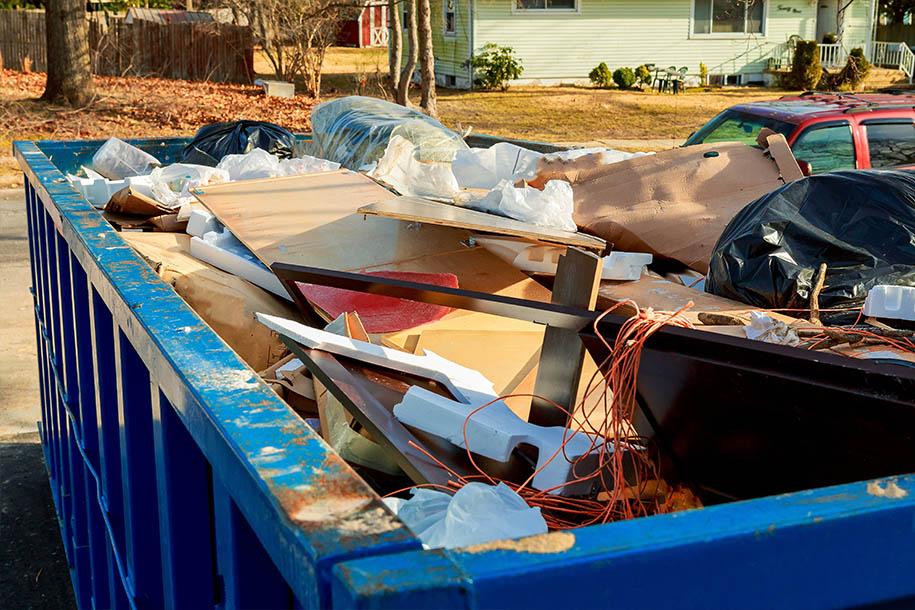Wohnungsentrümpelung – Container voller Sperrmüll – Talent Entrümpelung
