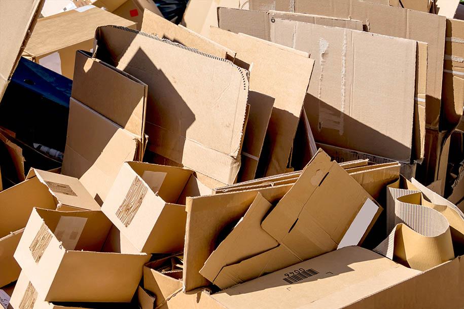Wohnungsentrümpelung – Haufen Pappkartons – Talent Entrümpelung